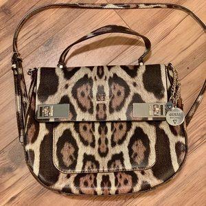 GUESS crossbody leopard 🐆 print purse!